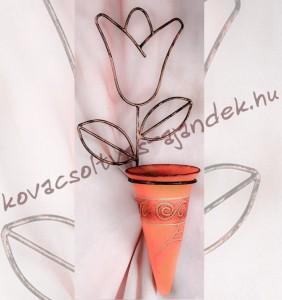 Tulipános fali kovácsoltvas virágtartó