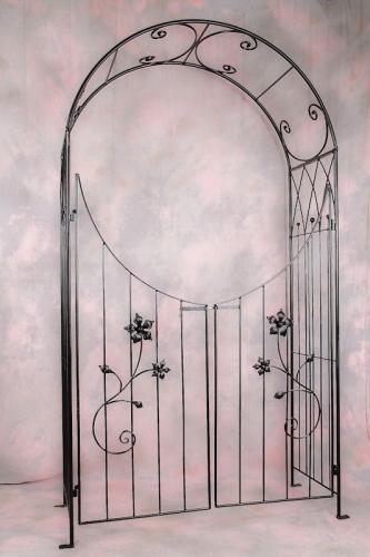 Rózsakapu íves ajtóval