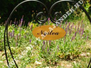 Szív Alakú Virágtartó Állvány Egyedi Üdvözlő Táblával
